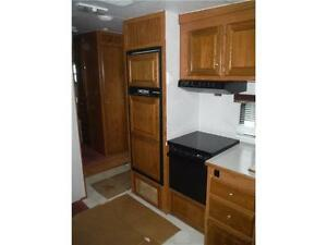 1999 Golden Falcon 28RLG 5th Wheel Trailer with Slideout Stratford Kitchener Area image 10