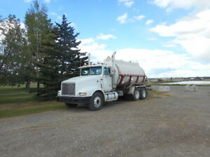 International water truck with fiberglass tank NEW Safety