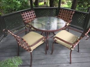 """Woodard Patio Furniture Set 36"""" diameter table and 4 Chairs"""