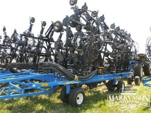 "New Holland P2070 Precision Drill - 70', 12"" Spacing, Dutch Boot"