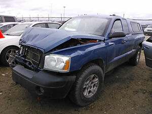 2006  DODGE DAKOTA 4X4  FOR PARTS V 8 SIX SPD STD