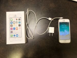 IPHONE 5S  16gb Blanc et silver