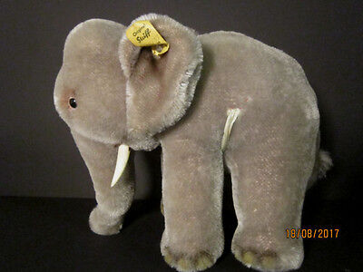 Alter großer Steiff Elefant mit Knopf,Fahne und Schild 0500/17