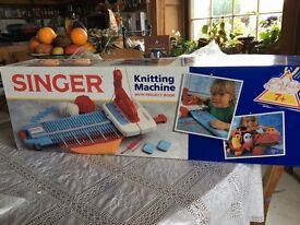 SINGER KNITTING MACHINE with Project book, for ages 7+ years