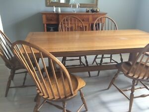QUARTER SAWN SOLID OAK TABLE WITH 6 OAK CHAIRS