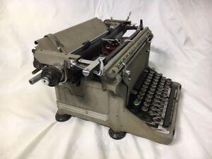 Underwood Manual Desktop Typewriter