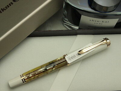 "Pelikan souveran M400 White Tortois F-nib and one Pilot Bottled Ink ""Iroshizuku"""