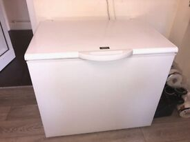 LARGE ZANUSSI FREEZER FOR SALE £80 (HARDLY USED AND GREAT CONDITION)