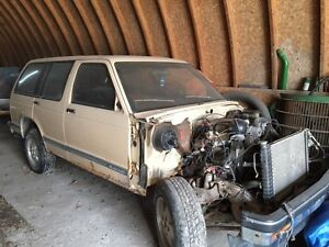 1992 CHEVY BLAZER 4 X 4 FOR PARTS OR WHOLE