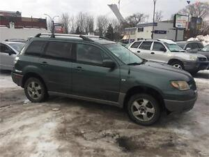 mitsubishi outlander 2004 4x4 $995 .carte credit et debit accept