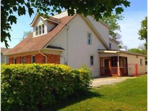 6 Bedroom House - Direct Bus Route, Just Minutes to Brock!!!