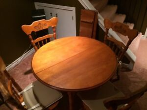 Country Style Solid Wood Table with Chairs