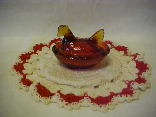 GLASS MINI HEN ON NEST RED / AMBERINA COLOR