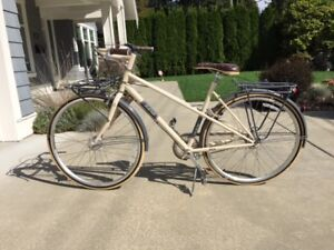 "Stylish and Elegant Women's Belleville Trek ""Dutch"" Bike"