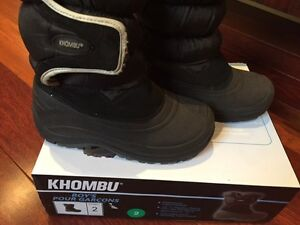 Boy's Winter/Snow Boots Size 2 (youth)