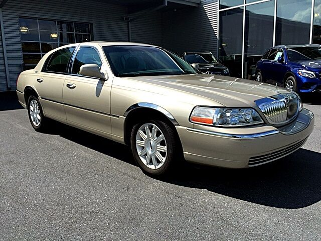 Image 1 of Lincoln: Town Car SIGNATURE…