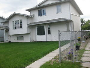 ROOM FOR RENT SPACIOUS QUIET HOME.  HIGHLAND GREEN
