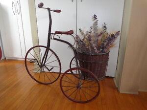 Tricycle antique,meuble antique,table antique