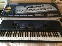 Digital electric keyboard with stand like new £20