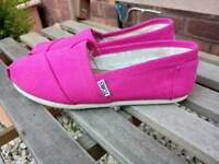 toms ladies shoes size 4