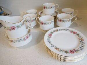 ROYAL ALBERT 'BELINDA' DINNERWARE  Vintage Yaroomba Maroochydore Area Preview