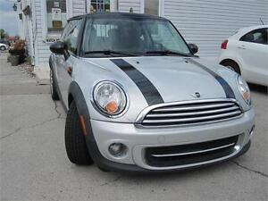 2011 MINI Cooper Hardtop Classic Coupe Clean Carproof Leather