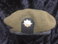 VINTAGE ROYAL ANGLIANS BERET WITH METAL CAP BADGE