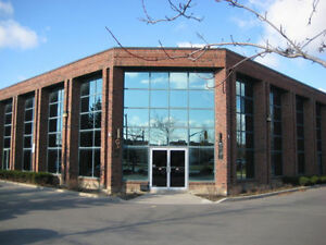 2 OFFICE SPACES FOR RENT IN GREAT VAUGHAN LOCATION!