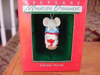 Teeny Tiny Mouse asleep in SNEAKER Hallmark MINIATURE CHRISTMAS ORNAMENT 1988 w