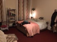 Large Ensuite Double Bedroom in West End, Glasgow For Rent