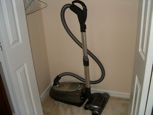 HOOVER WINDTUNNEL BAGGED CANISTER VACUUM