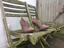 Gorgeous brown leather lace-up heeled ankle boots, size 4 (EU 36)