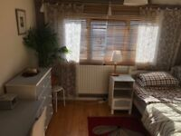 Big double room in Family home