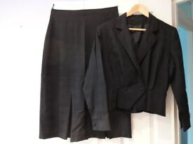 Tailored ladies skirt suit in dark navy blue wool, UK size 16, designed by Michel Ambers