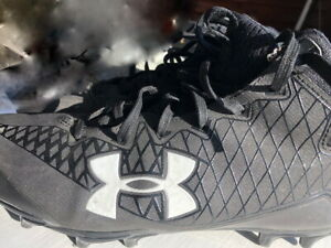 boys Under Armour football cleats size 8 slightly used