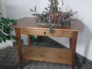 Very Beautiful Table in excellent condition