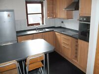 Light modern 2 bedroom flat +car paring space available IMMEDIATELY