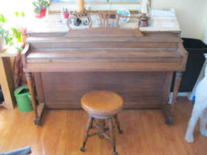Piano style antique