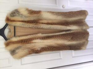Magnifique longue veste ou over coat de fourrure de renard roux.
