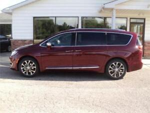 2017 Chrysler Pacifica Limited (Brand New)
