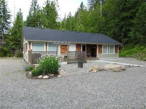 Single family home with self contained suite on 1.47 acres