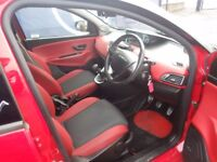 Chrysler Ypsilon 1.2 Black And Red