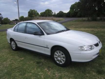 2000 VT2 COMMODORE