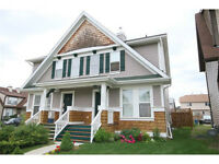 *IMMACULATE MCKENZIE TOWNE ELGIN ATTACHED 2 STOREY 3 BEDROOM*