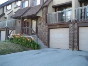 Condo Townhouse With 3 Bdrms