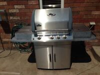 Napoleon Mirage Model 485 Natural Gas BBQ with cover