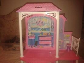 barbie beach house (2 storey) in good condition