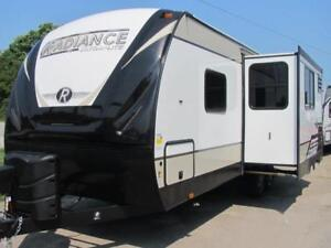 2019 RADIANCE 22RB-COOL NEW HIGH GRADE FINISH COUPLES COACH!!