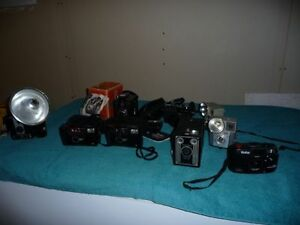 COLLECTION OF VINTAGE BROWNIE CAMERAS & OTHERS