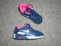 Nike shoes size 8,5 -post it
